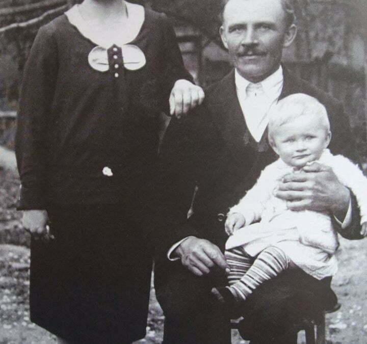 Jan Cwynar z Markowej, który wraz z żoną Heleną oraz córką Czesią przygarnął pod swój dach sierotę, Abrahama Segala z Łańcuta.